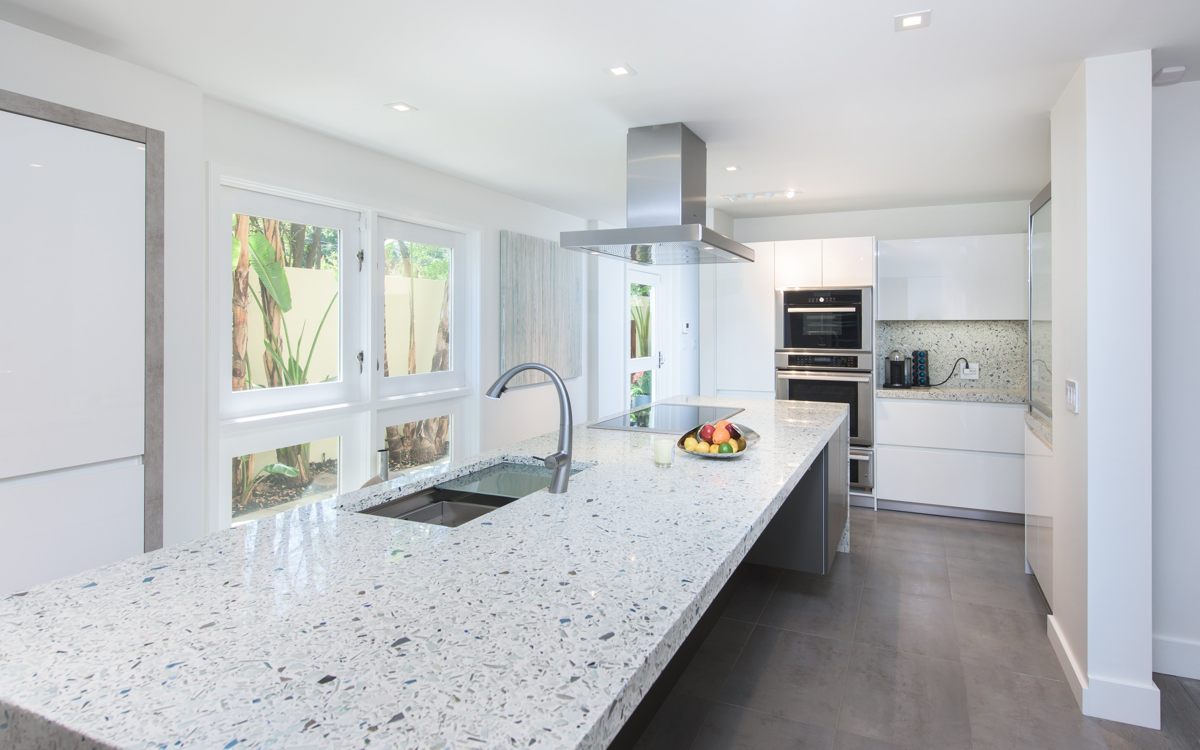 Ana-Barbara-modern-Kitchen-bauformat-vetrazzo-recycled-glass-4