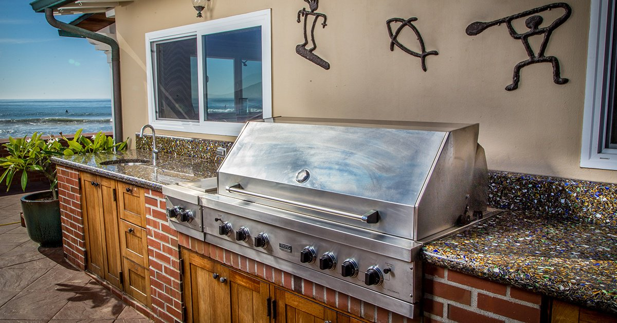 California-Outdoor-Kitchen-Sparkles-With-Recycled-Glass-Grill[1]