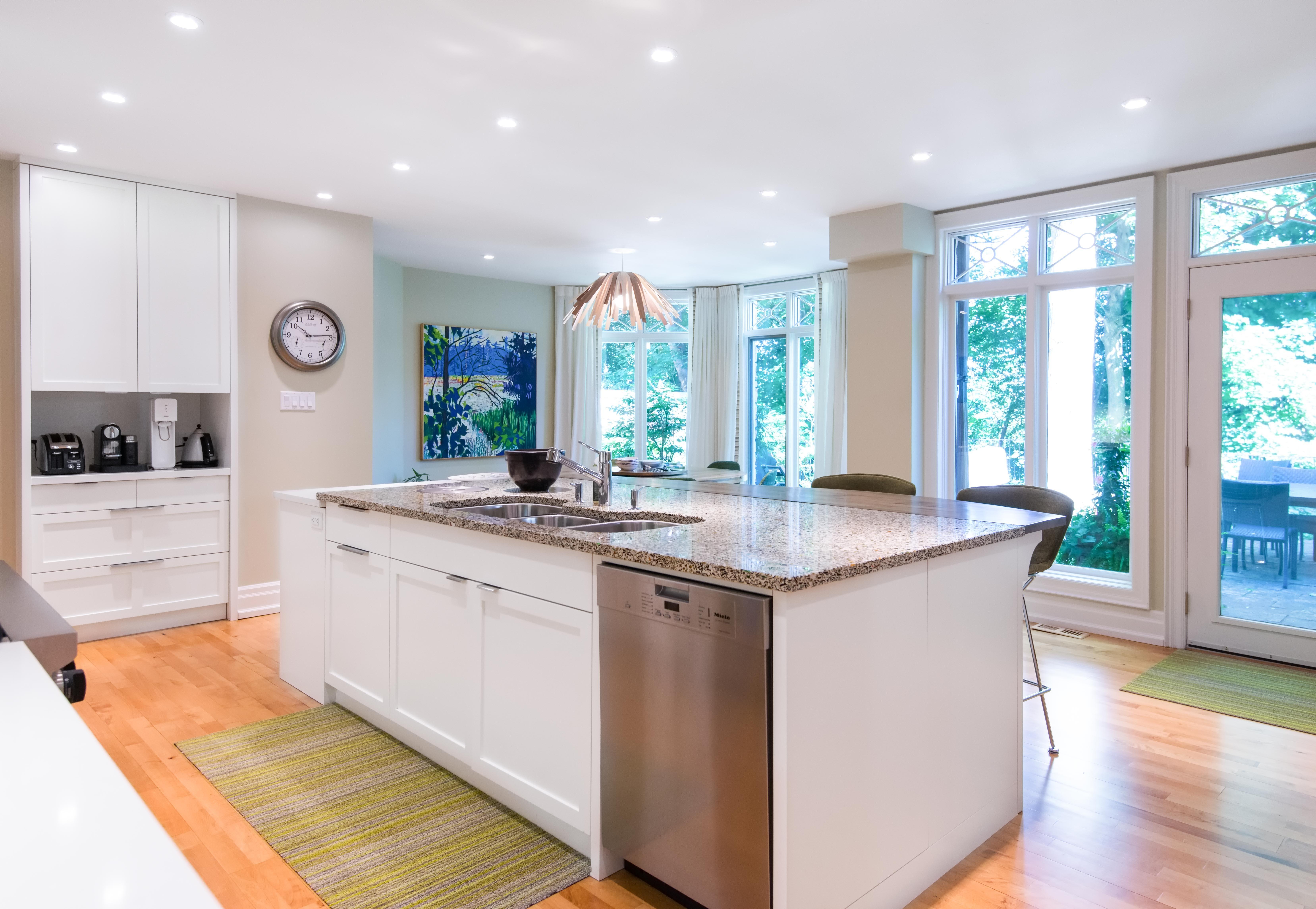 Catherine-friis-toronto-design-vetrazzo-recycled-glass-countertops-alehouse-amber(1)